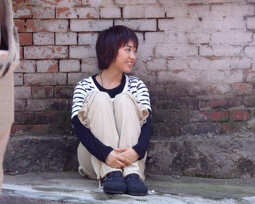 귀여운 자태와 함께 앙증맞은 시선을 아무도 없지만 알아서 던지고 있는 김민정