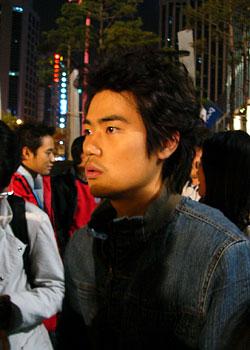 인라인 고수인 모기를 연기하는 김강우