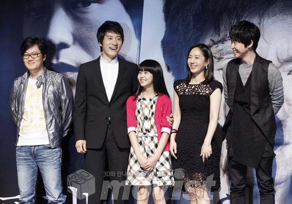 (왼쪽부터)우민호 감독, 김명민, 김소현, 박주미, 엄기준