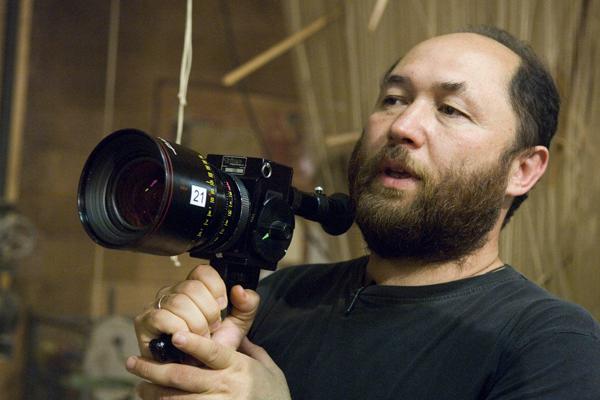 <다크 아워>(가제) 제작과 <아브라함 링컨: 뱀파이어 헌터>(가제)의 연출을 맡은 티무르 베크맘베토브 감독