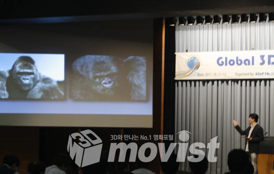 '글로벌 3D 기술 포럼'에서 <미스터고>를 설명중인 김용화 감독