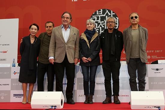 강수연, 바흐만 고바디, 올리버 스톤, 아녜스 고다르, 라브 디아즈, 장선우 (왼쪽부터)